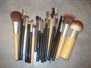 Acne Sucks: Keep those make-up brushes clean!