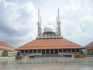 http://2.bp.blogspot.com/_WC8RTPT9luU/TMYw-un6OVI/AAAAAAAAATA/5WnrwScOPtU/s320/masjid-agung-demak.jpg