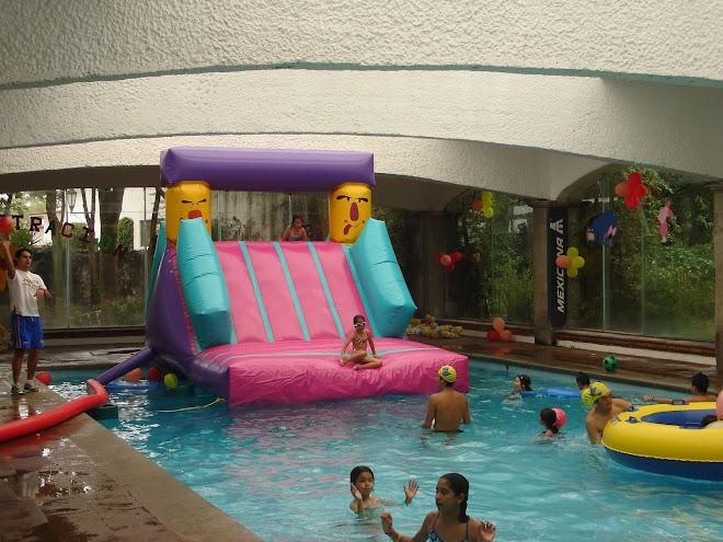 Inflables fun house mayo 2010 for Resbaladilla para alberca