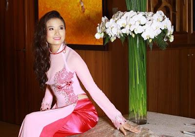Cao Thuy Duong in Ao Dai