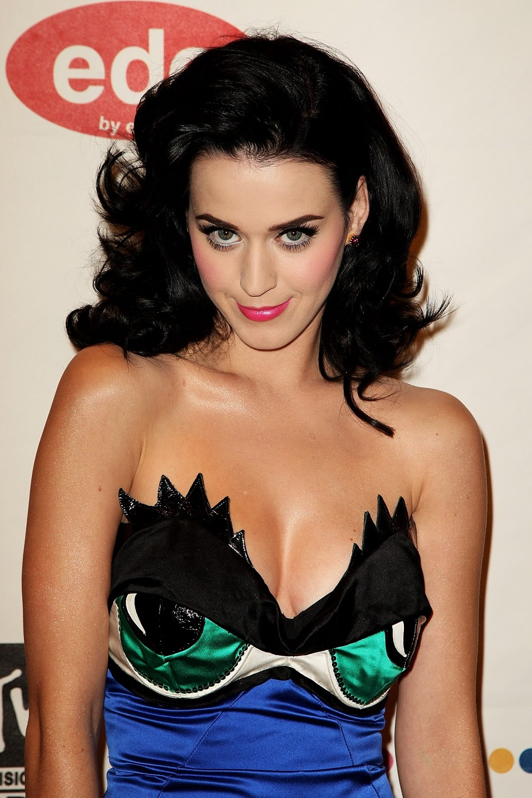 Katy Perry  Phenomenon Galz!!!
