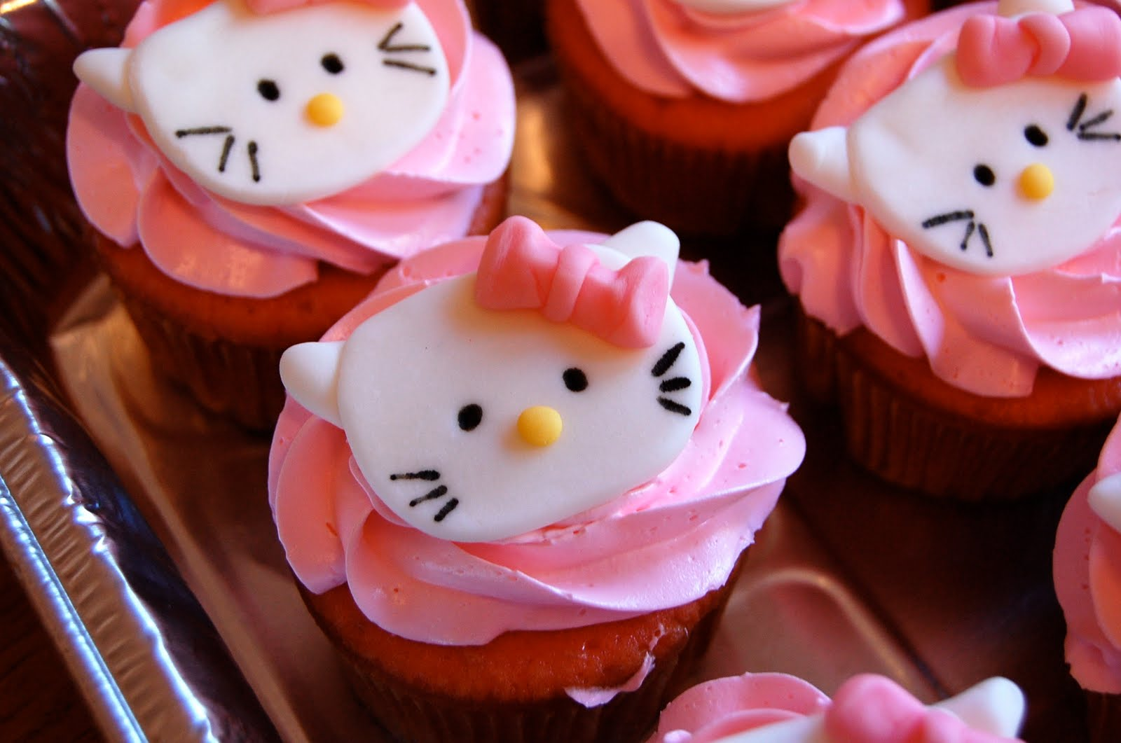 Chef Mommy Hello Kitty Cupcakes