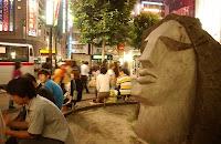 la statua moyai prima che fosse rubata