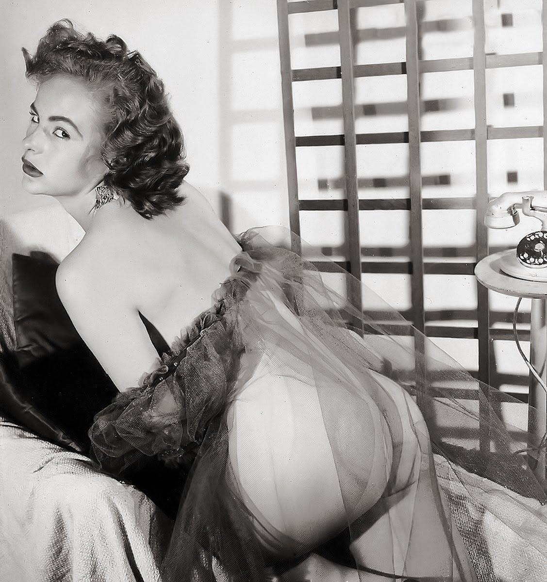 Ретро эротика в неглиже 11 фотография
