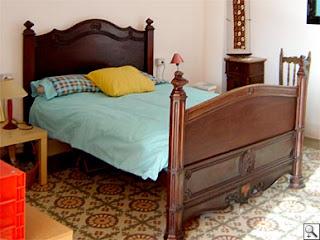 Muebles de madera en general con finos acabados camas for Muebles maldonado