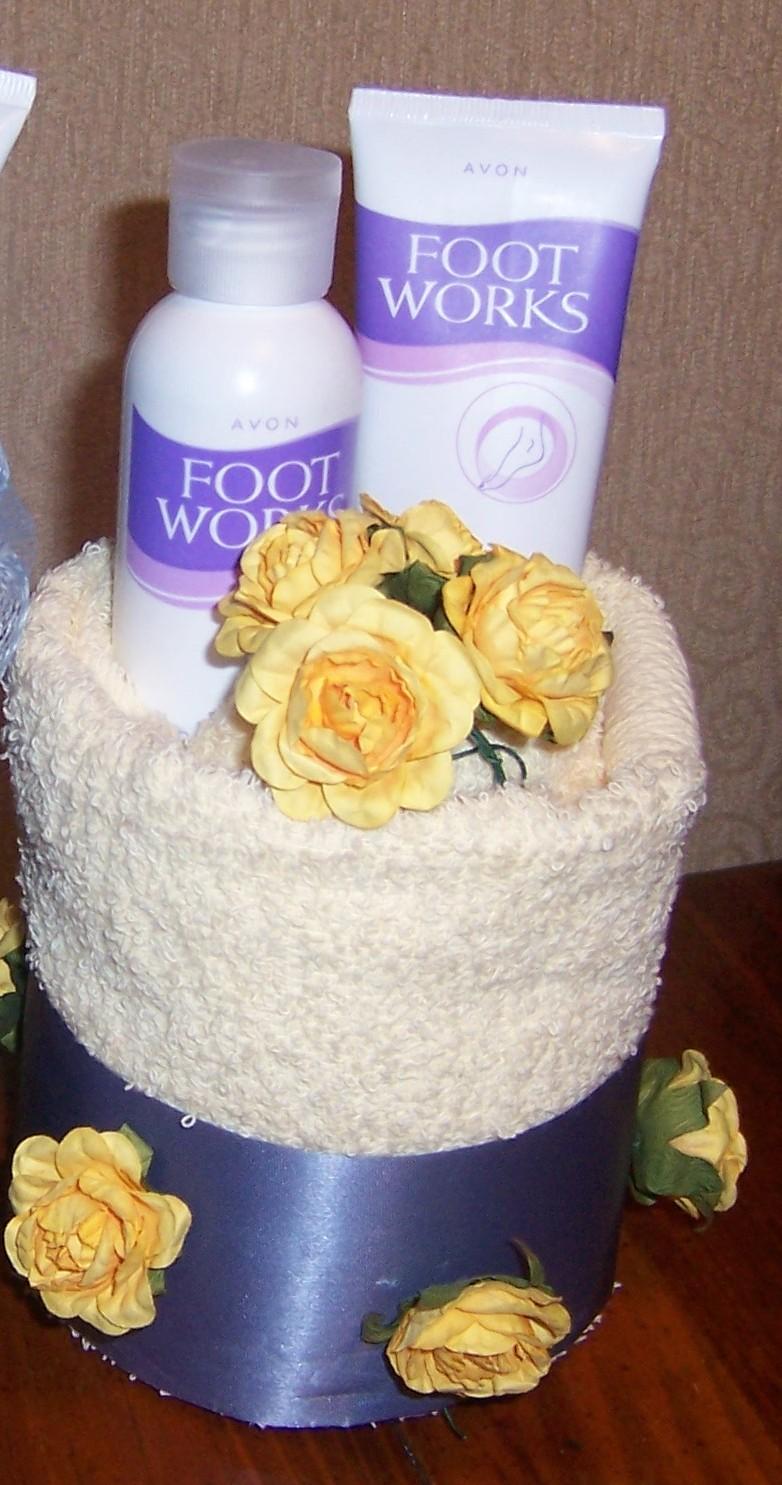 Second Generation Cake Design: Mini Foot Spa Towel Cake