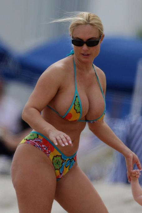 Nicole Austin ( Coco) Hot Bikini Candid Photos