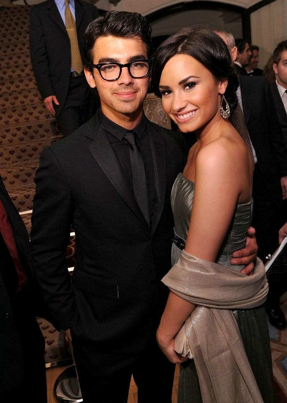 Hollywood promo: Kevin Jonas kissing his wife: Justin ...