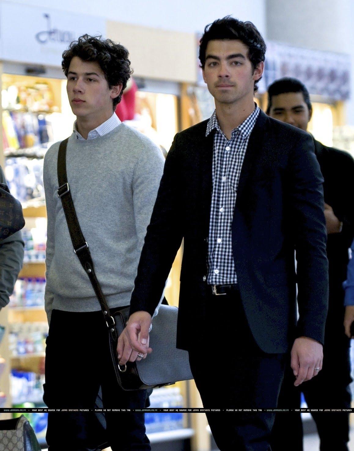 Jonas Brothers: Candids&Noticias >2 [CLOSED] 043