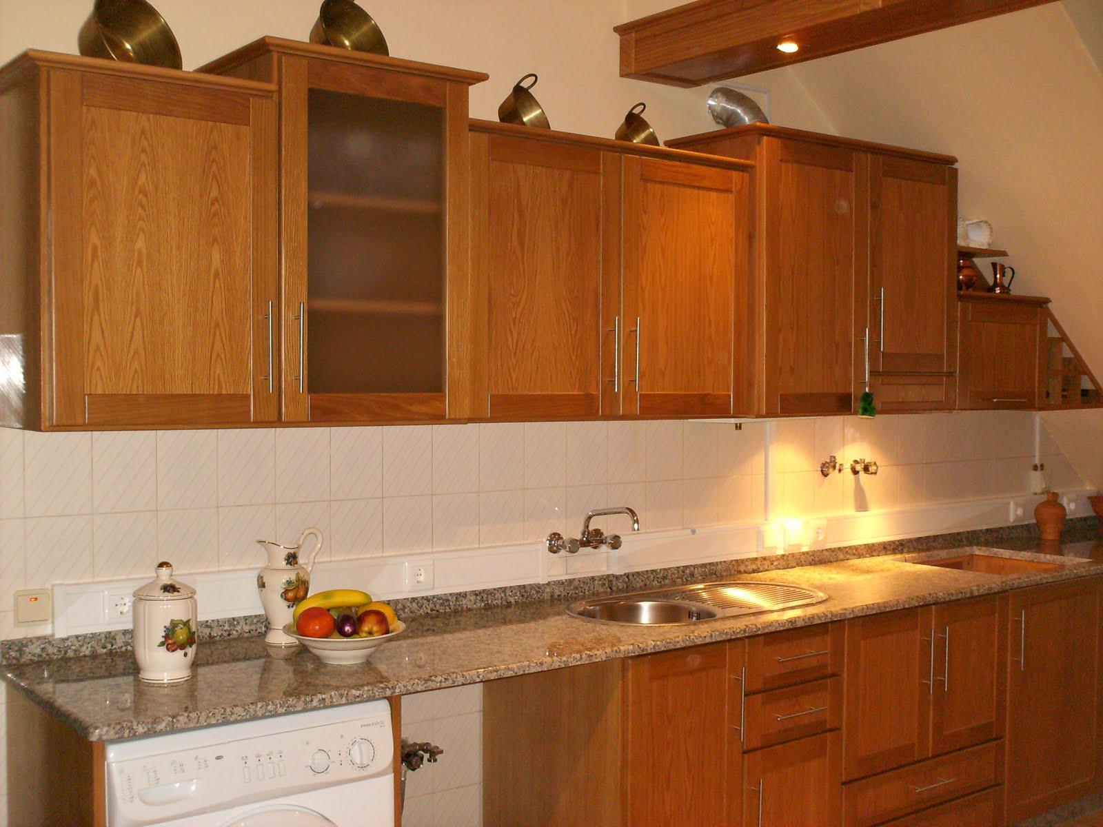 moveis de cozinha em folheado de carvalho com portas em madeira de  #C28009 1600x1200