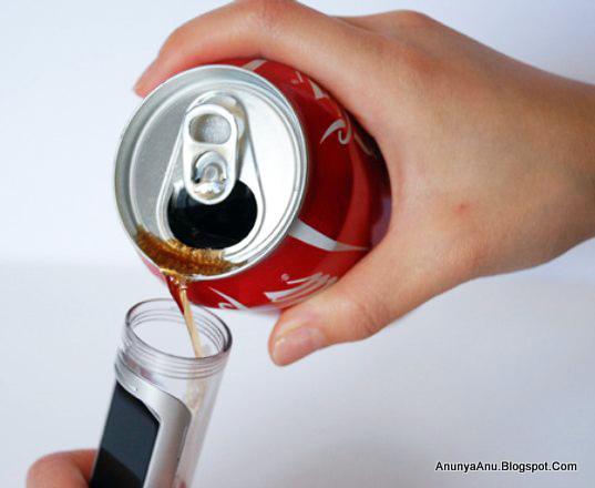 Baterai Ponsel Diisi Dengan menggunakan Cairan Yang Mengandung Gula