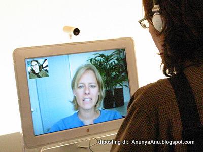 Berbincang Melalui Suara Dan Video