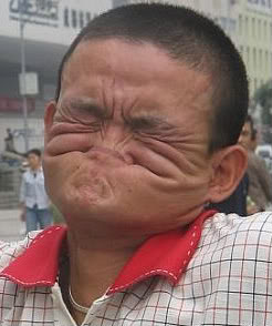 cemberut membuat wajah bertambah jelek - KatanyaDia.blogspot.com