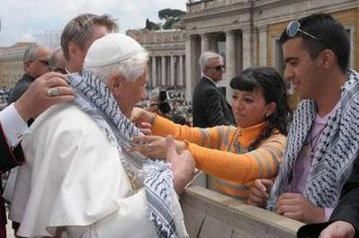 http://2.bp.blogspot.com/_WMpSC7nK3os/Se_6iiFqNpI/AAAAAAAADh0/Jm1ysIUolWI/s400/pope+scarf.jpg