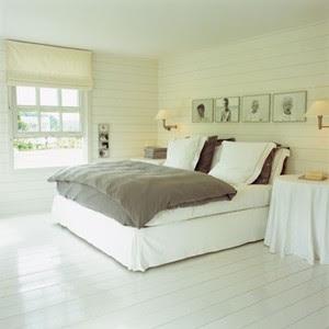 Vitt golv sovrum