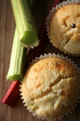 Muffiny z rabarbarem, imbirem i rodzynkami