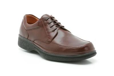 Giày màu nâu