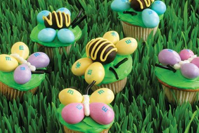 [bee+and+butterfuly+cupcakes]