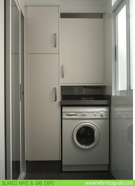 Cocina blanco mate con bancada en gris reformas guaita - Armario para lavadora ...