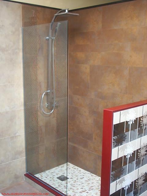 aunque una de las tendencias actuales consiste en revestir el suelo de la ducha de obra con piedras naturales por ejemplo para realizar la ducha de