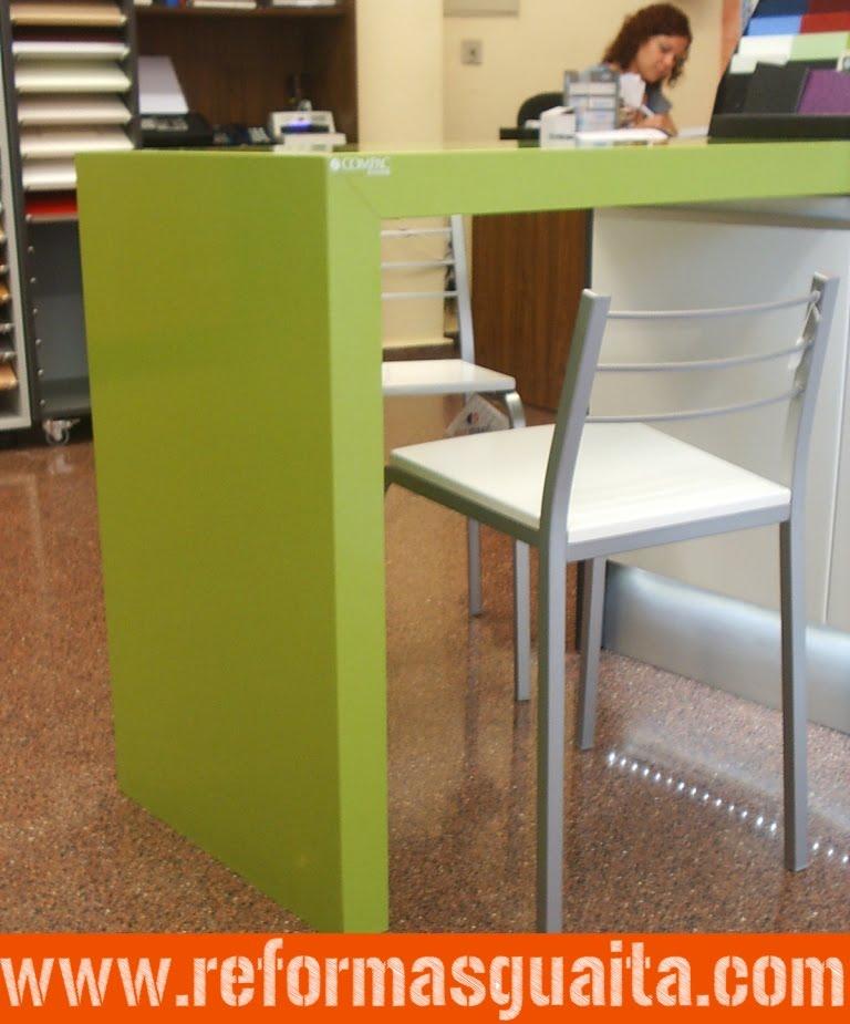 Mesas De Cocina De Silestone. Mobiliario De Cocina En Tablero Marino ...