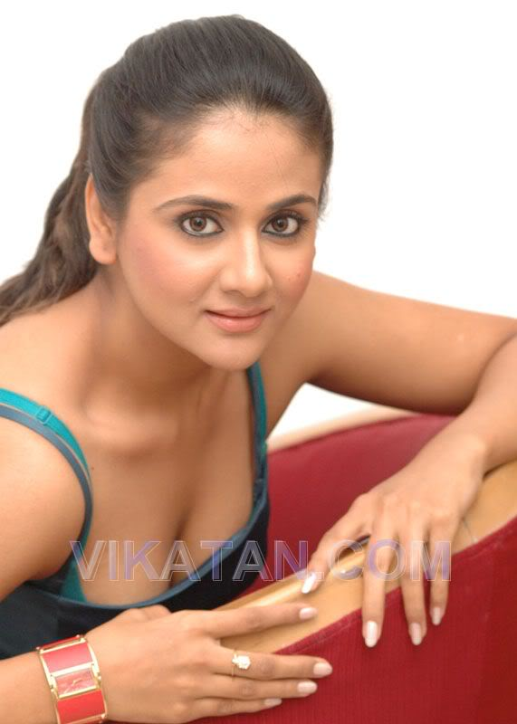 Hot South Indian Actress Paru Sexy Cleavage  Show