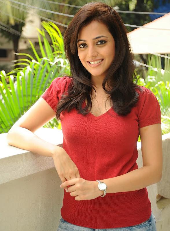Telugu Actress Nisha Agarwal Sexy Boobs and Cleavage Show Stills unseen pics