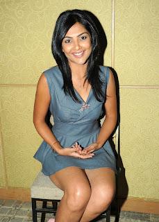 Kamalini Mukherjee sitting in Grey Short Skirt Exposing her Soft thighs