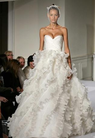 Chasing rainbows kissing frogs oscar de la renta 92e25 for Oscar de la renta wedding dress prices