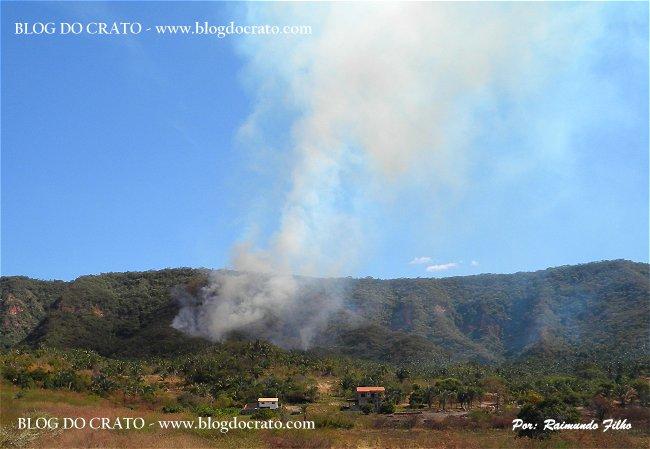 http://2.bp.blogspot.com/_WY3qKeZY6L0/TJT6rER7FaI/AAAAAAAAS0s/CbbNXPC5D14/s1600/Incendio+na+Floresta+do+Araripe+-+Blog+do+Crato+-+Foto+de+Raimundo+Filho650-01.jpg