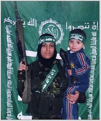 Mujer de Hamás y niño