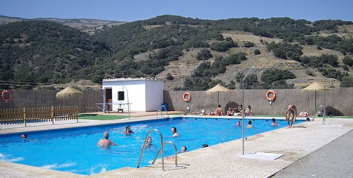 Public swimming pool in Juviles - foto: casa rural El Paraje