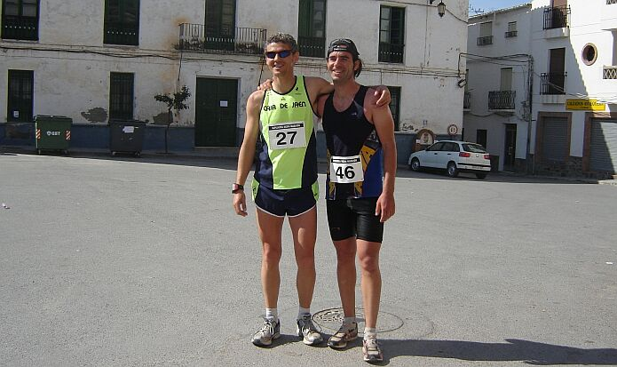 Serafin Moreno Manzano (left) won the first edition of the media maratón, second place was for Fernando Godino Crespo (right) foto: Casa Rural El Paraje