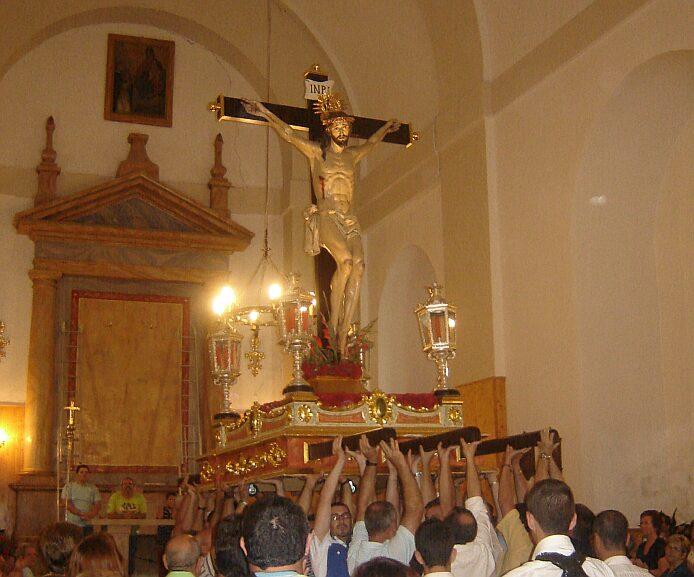 Subida del Santo Cristo, the closing ceremony of the fiestas patronales of Alcútar - foto: casa rural El Paraje
