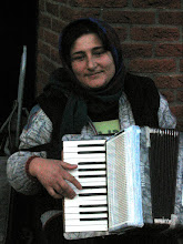 Roumanian street accordionesse in Amsterdam