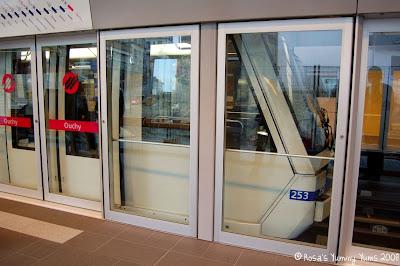 http://2.bp.blogspot.com/_We252-O13Hg/SS7sTzKKQ3I/AAAAAAAAGlc/T4g7IgJFHok/s400/Lausanne+Metro+1.jpg