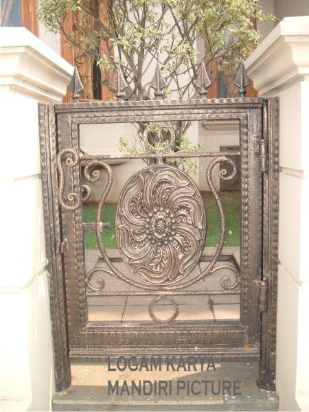 pintu pagar ini terbuat dari besi hollow 4x4 embos dengan tebal 1 6 mm ...