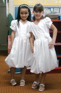 Twin Day Costume Ideas http://samberlysays.blogspot.com/2009/04/spirit-week-twin-day.html