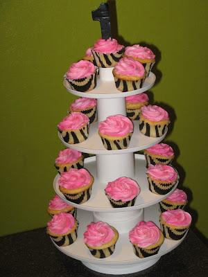 animal print cakes. How cute are those zebra print