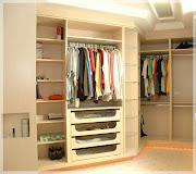 Tenho um quarto pequeno aqui em casa que acabei transformando em closet e .
