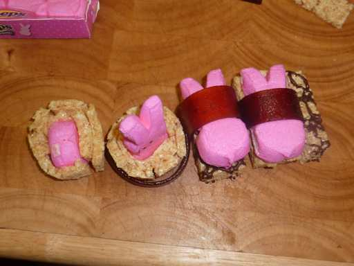Four assembled peep sushi.