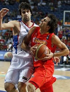 Ricky Rubio y Teodosi, en el Serbia-España del MundoBasket de Turquía