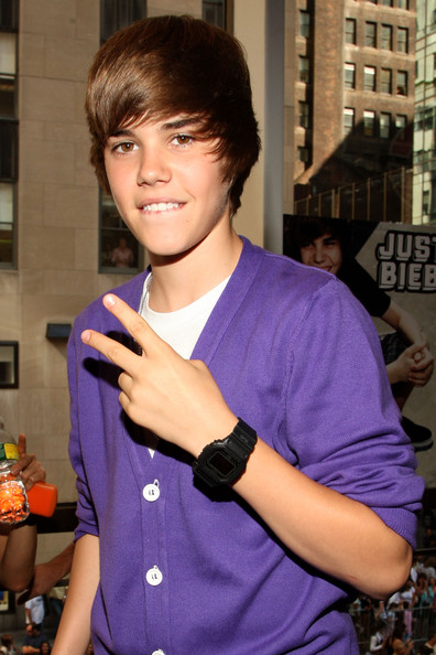 justin bieber new hairstyle pics. i love justin bieber pictures.