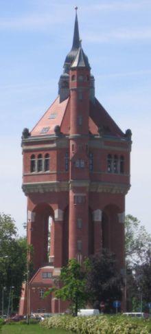 [220px-Wroclaw-ulWisniowa-WiezaCisnien.jpg]