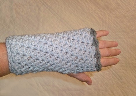 WRIST WARMER Crochet Pattern - Free Crochet Pattern Courtesy of