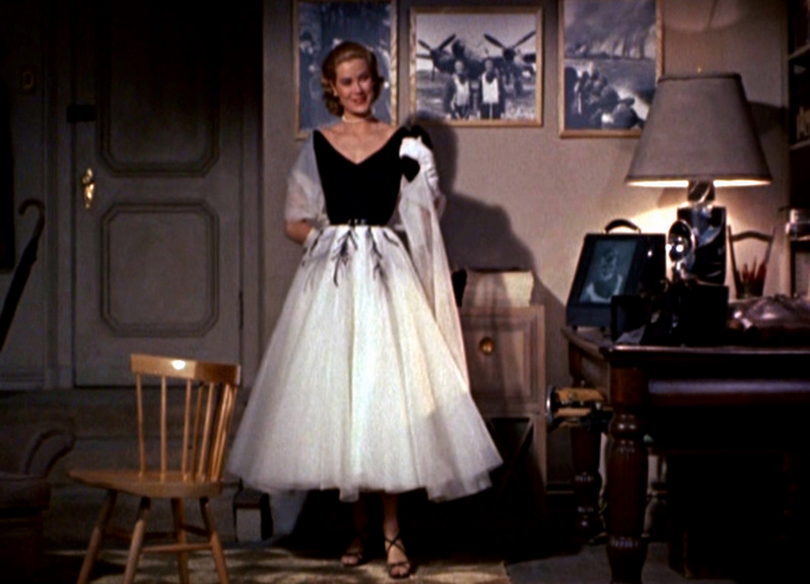 So on and sew forth film style rear window for Grace kelly fenetre sur cour