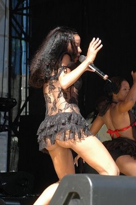 Kelly Khumalo Body http://thetigersstory.blogspot.com/2010/09/fast-girls-and-fast-cars-kelly-khumalo.html#!