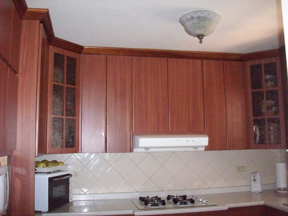 Cintrón Gabinete de Cocina en Roble Rojo con Tope de Granito