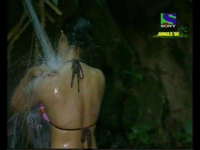 Shweta Tiwari In Hot Bikini Taking Bath In Jungle