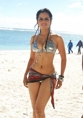 Hot Desi Girl Tajaria Kajal Hottest Bikini Shoot At Beach